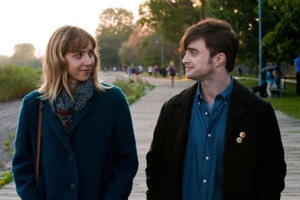 Diálogos ágeis e bom elenco são o ponto forte da comédia romântica (Diamond Filmss/Divulgação)