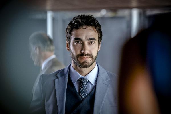 Gabriel Godoy interpreta o malandro Oscar em O negócio (HBO/Divulgação)