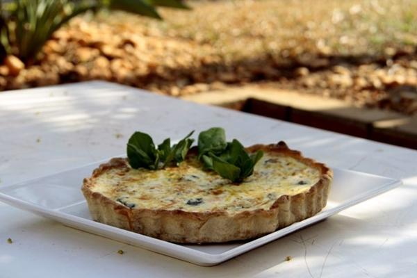 Quiche de espinafre, salmão e castanha de caju: massa leve por ter menos farinha  ( Ana Rayssa/Esp. CB/D.A Press)