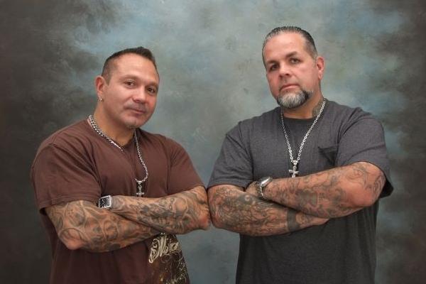 Em Tattoo rescue, Joey Tattoo e Sammy Fasciano tentam salvar estúdios de tatuagem (SpikeTV/Reprodução)