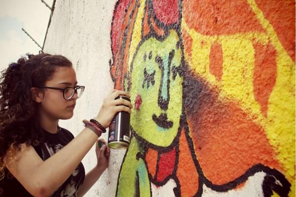 A relação entre arte e educação é tema de grafite na Praça do Bicalho (Renato Moll/Divulgação)