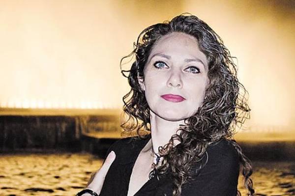 Cantora belgo-italiana Laura Peritore, que se apresentará hoje no projeto Laboratório/Show (Sartoryi/Divulgação)