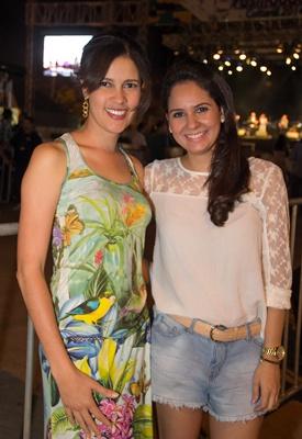 Maísa Gomes e Aline Gonçalves no Festival Brasilidade Cultural, no estacionamento do Nilson Nelson (Rômulo Juracy/Esp. CB/D.A Press)
