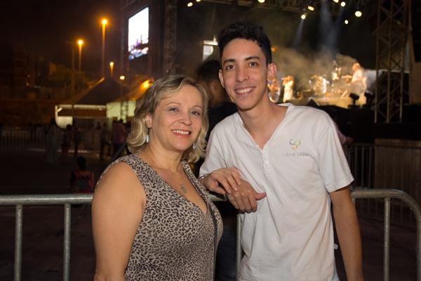 Marta Betânia e Gleison Nascimento no Festival Brasilidade Cultural, no estacionamento do Nilson Nelson (Rômulo Juracy/Esp. CB/D.A Press)