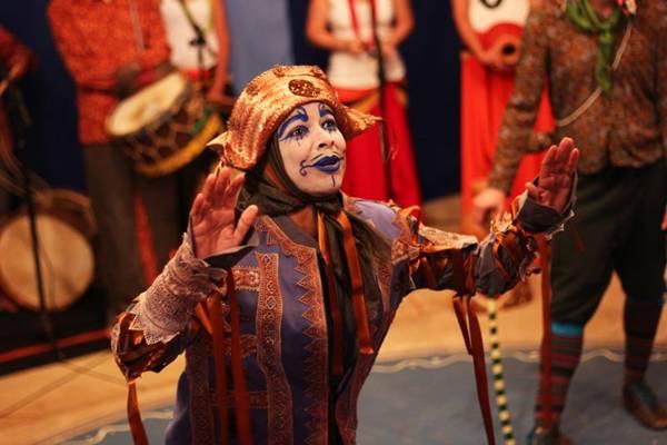 Mistério, romance e samba bem marcado dão o tom do espetáculo apresentado na Funarte  (Camila Oliveira/Divulgação)