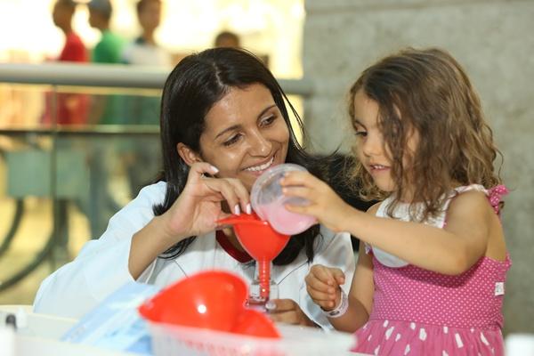 Adriana Bastos une brincadeira e aprendizado até domingo, no Pátio Brasil (Mardônio Vieira/CB/D.A Press)