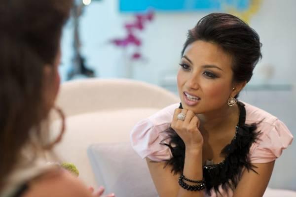 Em Mude o meu look, as participantes recebem dicas de maquiagem ( Canal Sony/Divulgação)