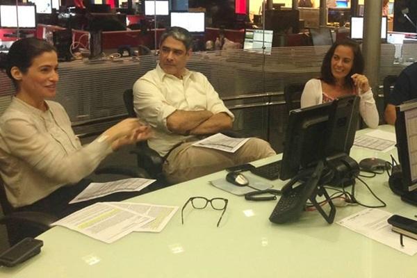 Além de apresentar o Jornal Nacional, Renata Vasconecelos é editora-executiva do programa (Reprodução/Facebook)