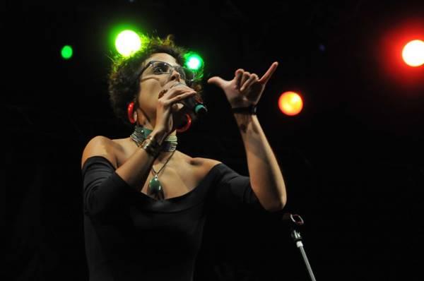 Cantora Mari Coelho (Alexandre Amarante/Divulgação)