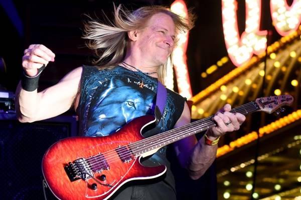 O guitarrista Steve Morse integra a banda inglesa desde 1994  (Ethan Miller/AFP - 16/8/14 )