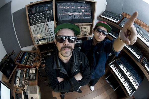 Tropkillaz é formado por  Zegon (ex-integrante do Planet Hemp) e Laudz (Tropkillaz/Divulgação)