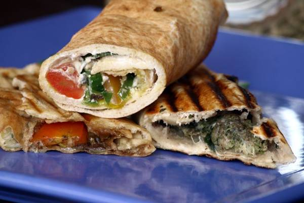 Os lafehs são preparados no pão pita e recebem ingredientes como kafta, zaatar e coalhada seca  (Oswaldo Reis/CB/D.A Press)