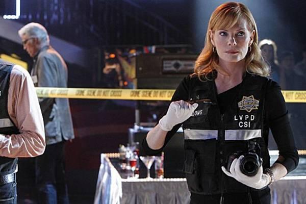 Cena de CSI (Reprodução/sheknows.com)