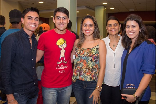 Henrique Meneses, Lucas Correa, Deborah Bosco, Sandra Vaz e Larissa Vaz (Francisco Nero/Esp. CB/D.A Press)
