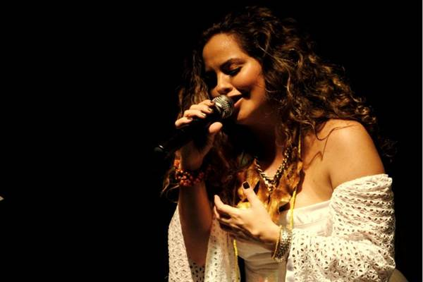 A pernambucana Karynna Spinelli se apresenta domingo no festival São Batuque (Nilton Leal/Divulgação)