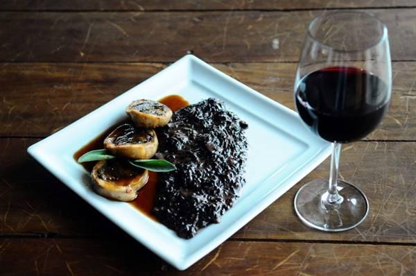 Faisão recheado com berinjela, cogumelos e queijo: item sazonal na Trattoria da Rosário  (Gilberto Alves/CB/D.A Press)
