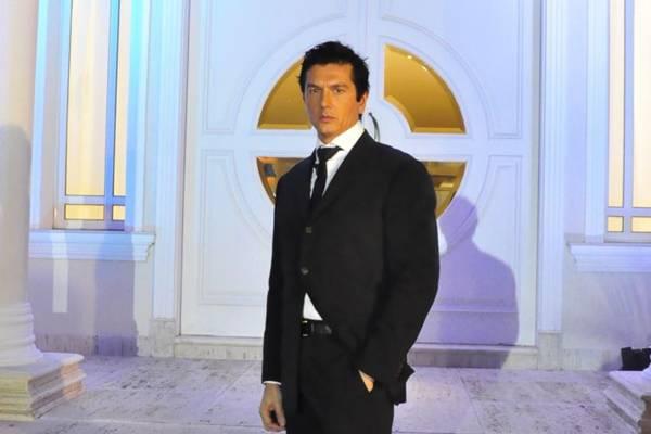 O italiano Gianluca Perino vai procurar um romance em The Bachelor, que estreia no fim do mês  (Rede TV/Divulgação)