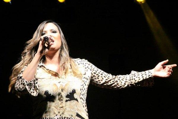 A cantora de axé tocará o melhor do gênero no evento, além das canções autorais (Luis Fabiano Neves/Divulgação)