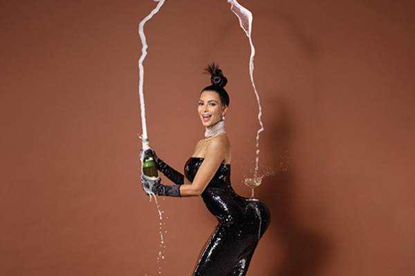 Imagem da revista Paper que traz a celebridade Kim Kardashian na capa (Paper/Reprodução)