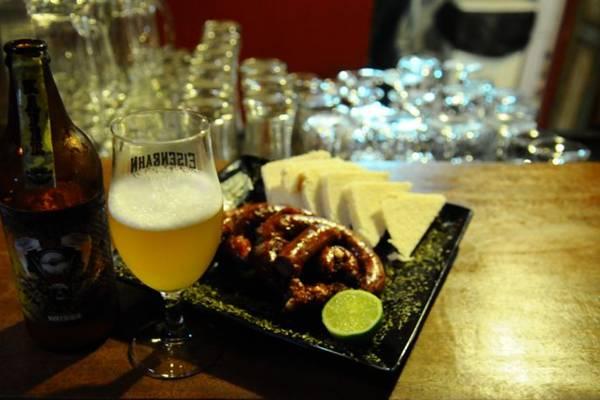 Linguiça suína recheada com queijo provolone pede uma cerveja forte, como a Fim da Linha Beer  (Gilberto Alves/CB/D.A Press)