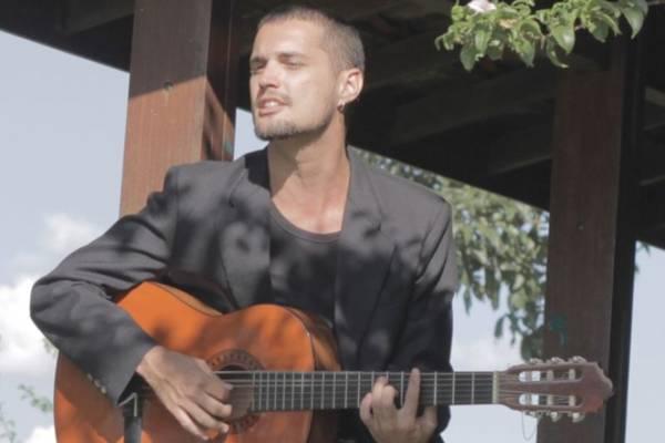 Cantor Lucas Soledade (Marco Lellis/ Divulgação)