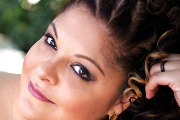 Fabiana Cozza pode adiantar faixas do disco previsto para maio do ano que vem  (Fernanda Grigolin/Divulgação)