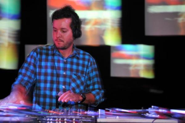 DJ Chicco Aquino se apresenta na festa (Luis Xavier de França/Esp. CB/D.A Press)