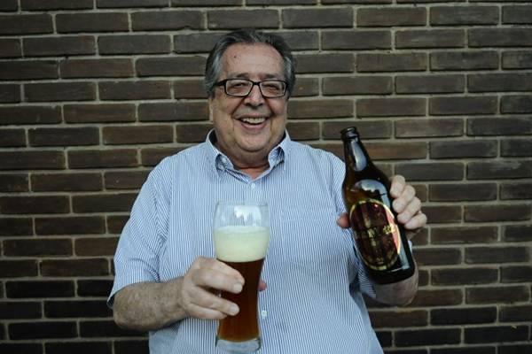 José Luiz Paixão ( Dono ) com a cerveja artesanal do Restaurante Balcony (Gilberto Alves/CB/D.A Press)