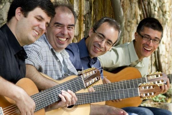 Paulo Aragão , Carlos Chaves, Sérgio Valdeos e Marcos Alves se apresentam até sexta-feira no Clube do Choro (Silvana Marques/Divulgação)