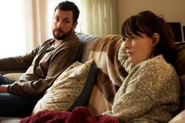 Adam Sandler surpreende no papel do pai de um jovem problemático (Paramount/Divulgação)