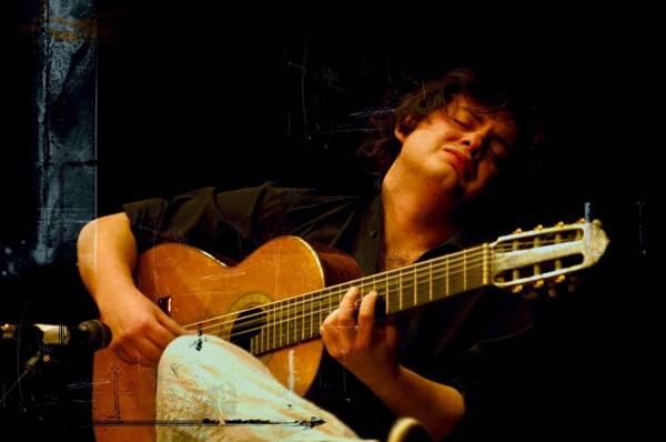 Yamandu Costa toca músicas de Lupicínio Rodrigues e outros  (Manfred Pollert/Divulgação)