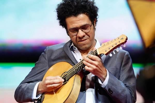 Hamilton de Holanda promove um encontro solidário de instrumentistas da cidade (Roberto Filho/Divulgação)