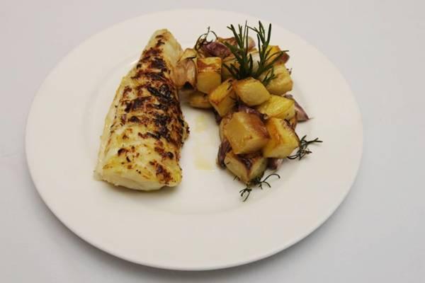 O bacalhau na brasa do restaurante Francisco é um ícone da gastronomia brasiliense  (Carlos Moura/CB/D.A Press)