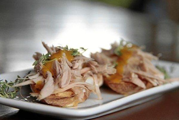 Bruschetta de leitão. Por Almir Campos, chef do restaurante Bartolomeu (Divulgação)