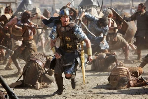 Christian Bale se entrega à interpretação do religioso  (Fox Film/Divulgação)