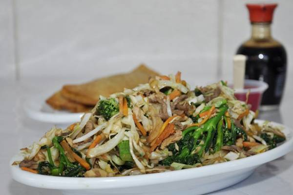 O famoso macarrão frito pode vir sem carne no Careca  (Andre Violatti/Esp. CB/D.A Press)