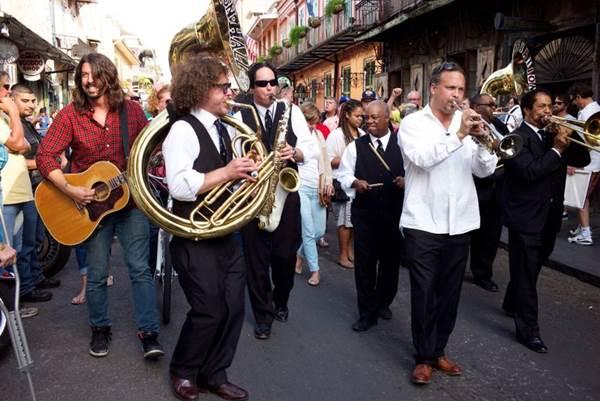 Dave Grohl percorre Nova Orleans no programa Sonic highways, do BIS (Andrew Stuart/Divulgação)
