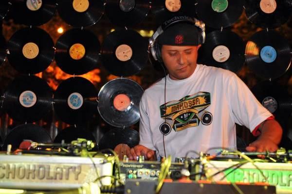 DJ Dog Daia  ( Luis Xavier de França/Esp.CB/D.A )