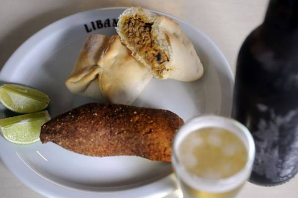 Três clássicos no Libanus: quibe, esfiha e cerveja gelada (Bruno Peres/CB/D.A Press)