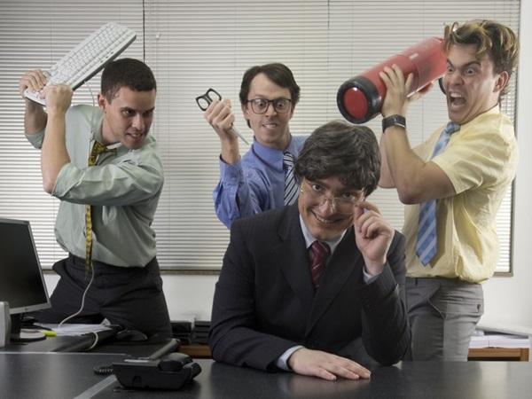 A trupe do G7 apresenta Eu odeio meu chefe há seis anos (Alexandre Magno/Divulgação)