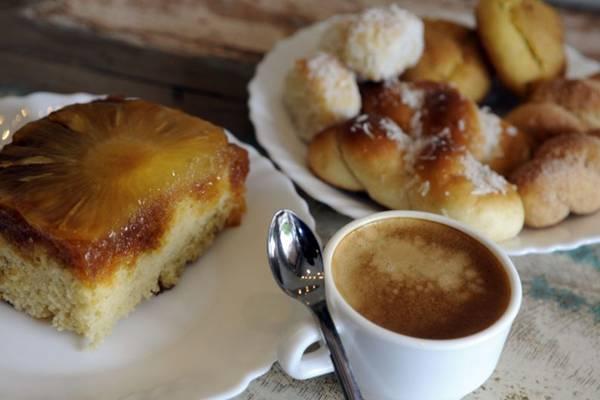 Broas, roscas de coco e bolos são opções de lanche na Delícias de Araxá (Bruno Peres/CB/D.A Press)
