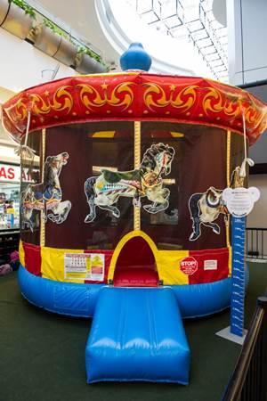 O Brasília Shopping terá um miniparque de diversões com direito a carrossel (Telmo Ximenes/Divulgação)