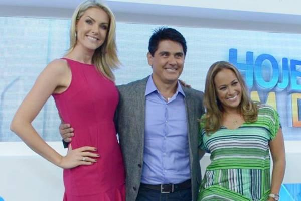 Ana Hickmann, César Filho e Renata Alves assumiram o comando do novo Hoje em Dia  (TV Record/Divulgação)