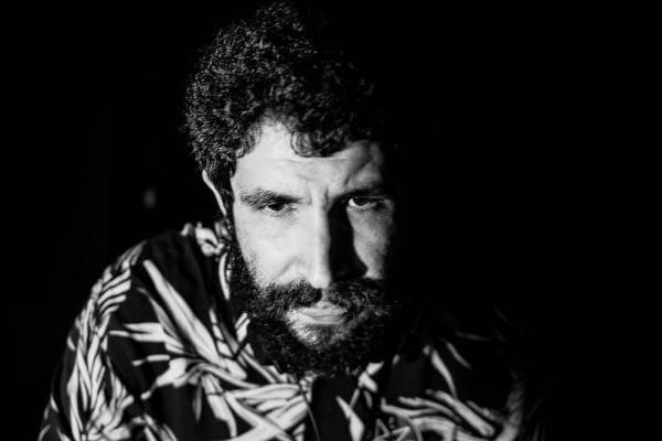 DJ carioca Omolu se apresenta nesta quarta-feira (21/1) (Francisco Costa/Divulgação)