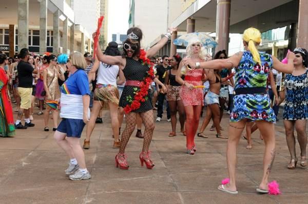 O bloco Virgens da Asa Norte faz o grito de carnaval neste domingo ( Zuleika de Souza/CB/D.A Press)