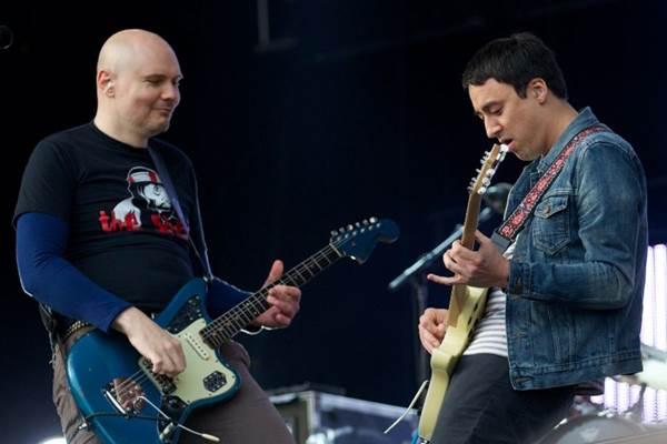 Smashing Pumpkins se apresentam em 27 de março (Andrew Cowie/AFP Photo)