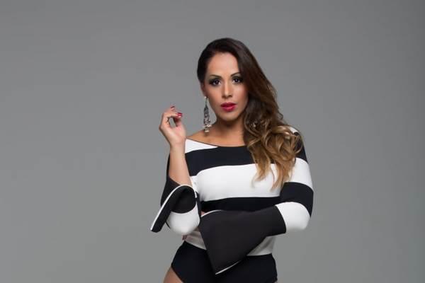 A cantora baiana Carla Cristina se apresenta na festa Baile Branco  (Bruno Ricci/Divulgação)