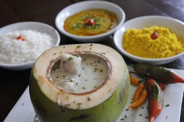 No restaurante Ilê, a moqueca é servida dentro do coco  (Bruno Peres/CB/D.A Press)