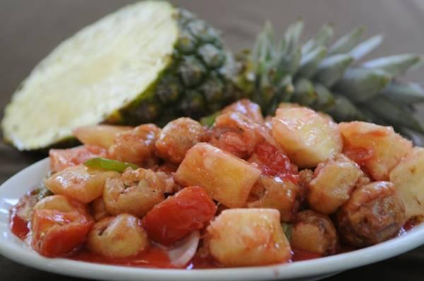 Porco empanado com cubos de abacaxi: receita oriental do Bali (Bruno Peres/CB/D.A Press)
