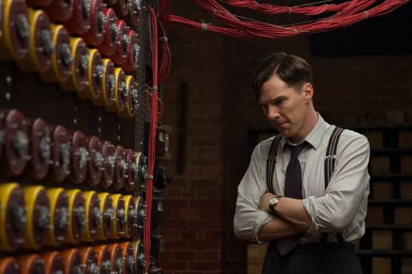 Benedict Cumberbatch dá vida a um mesquinho e antissocial Alan Turing (Jack English/Divulgação)